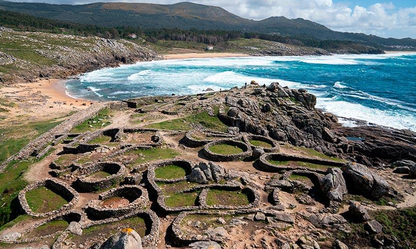 Por la Galicia celta, una ruta en coche de castro en castro