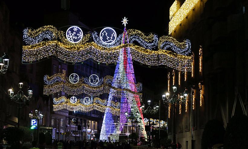 Vigo ya está iluminado por la Navidad