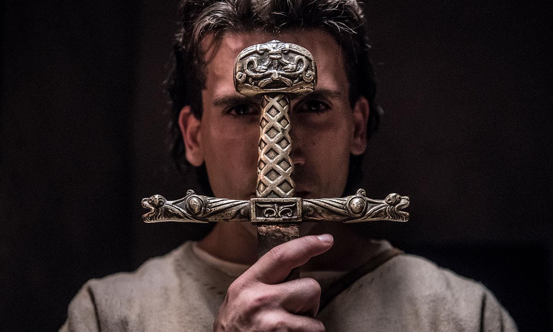 Siguiendo a Jaime Lorente (El Cid) por Burgos, para serieadictos