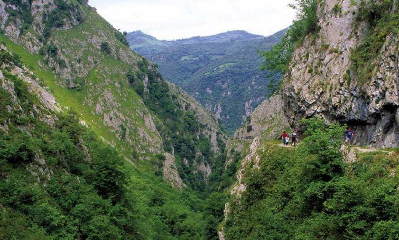 El desfiladero de las Xanas, el paseo más bello de la primavera asturiana