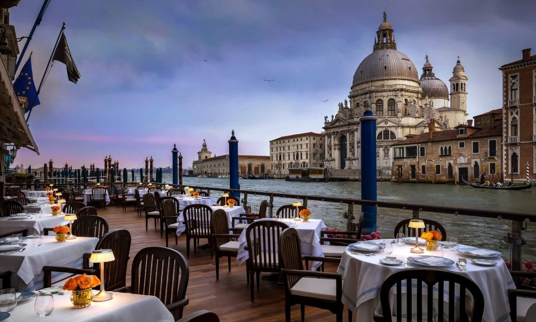 El Palacio de Versalles y otros hoteles para dormir como los reyes