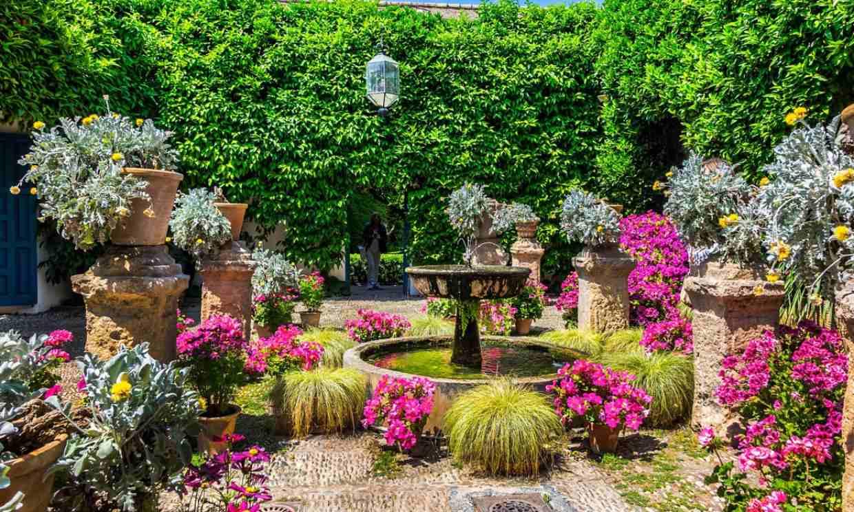 De patio en patio por las floridas calles de Córdoba