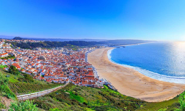 Surf y glamping en Nazaré, el destino de moda de Portugal