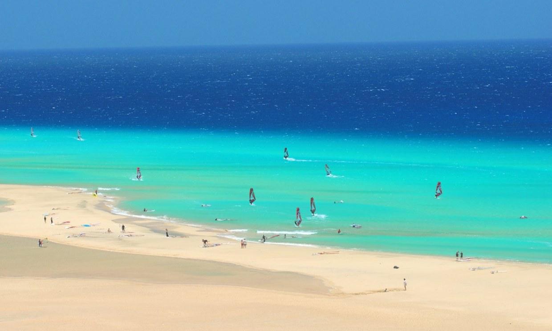 Los mejores sitios para hacer windsurf en la isla del viento
