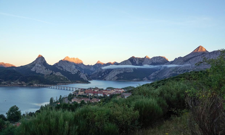 Riaño y ese bello paisaje que parecen los fiordos leoneses