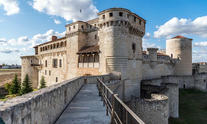 De castillo en castillo de Cuéllar a Alburquerque