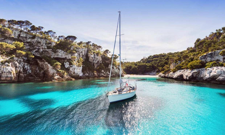 De cala en cala por la costa de Menorca, más cerca del paraíso