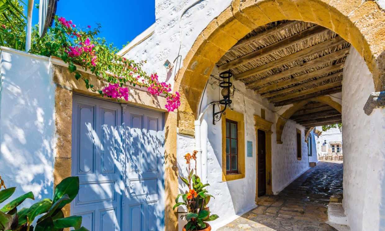 Patmos, la isla del Apocalipsis, una joya en el mar Egeo