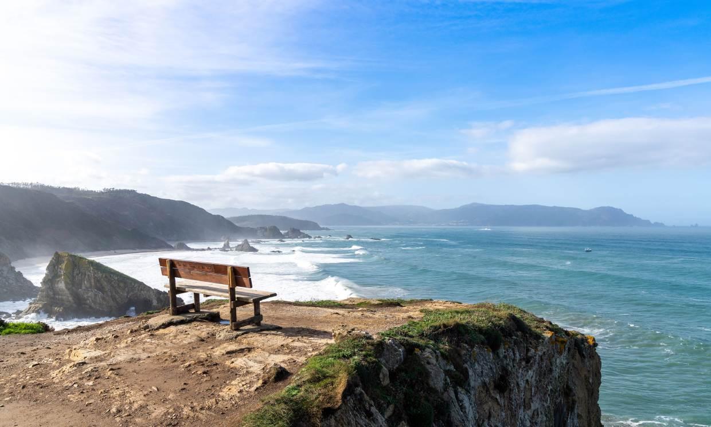 Los bancos con las mejores vistas al mar (además del de Loiba)