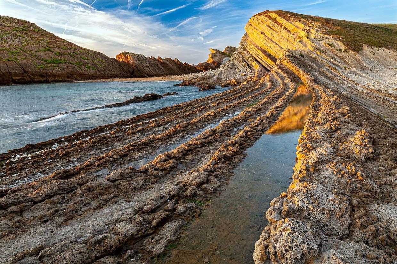 Una ruta asombrosa por Cantabria entre las Dunas de Liencres y la playa de La Arnía