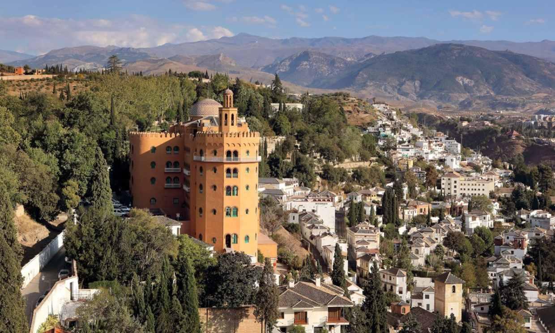 Sueños en un palacio de esencia andalusí a los pies de La Alhambra