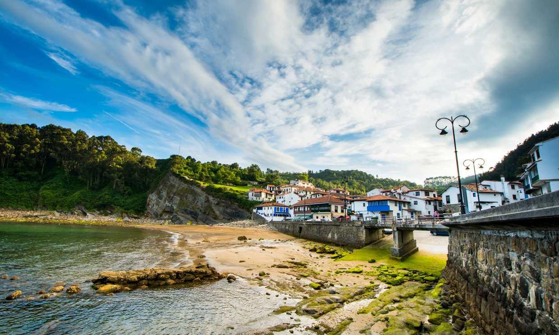 Entre sidrerías, playas y dinosaurios por la costa asturiana