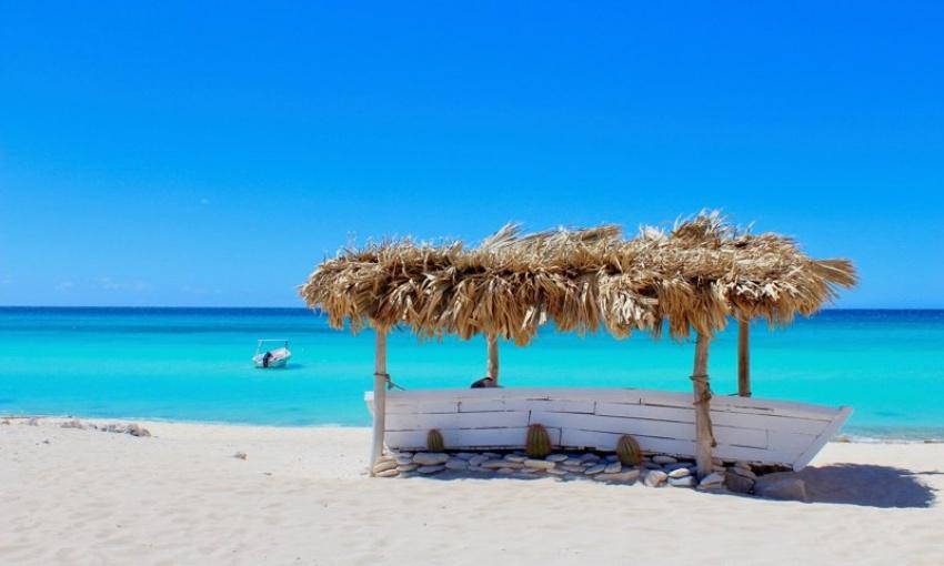 Playa de Cabo Rojo reconocida como una de las más bonitas de la República Dominicana.