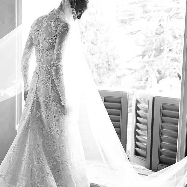 https://us.hola.com/images/0256-0dcbc57c7da9-b04e3c8e0d55-1000/square-800/misha-nonoo-wedding-dress-2-instagram.jpg