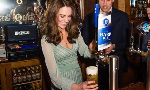 The Duchess of Cambridge socialized with fellow school moms at a local pub