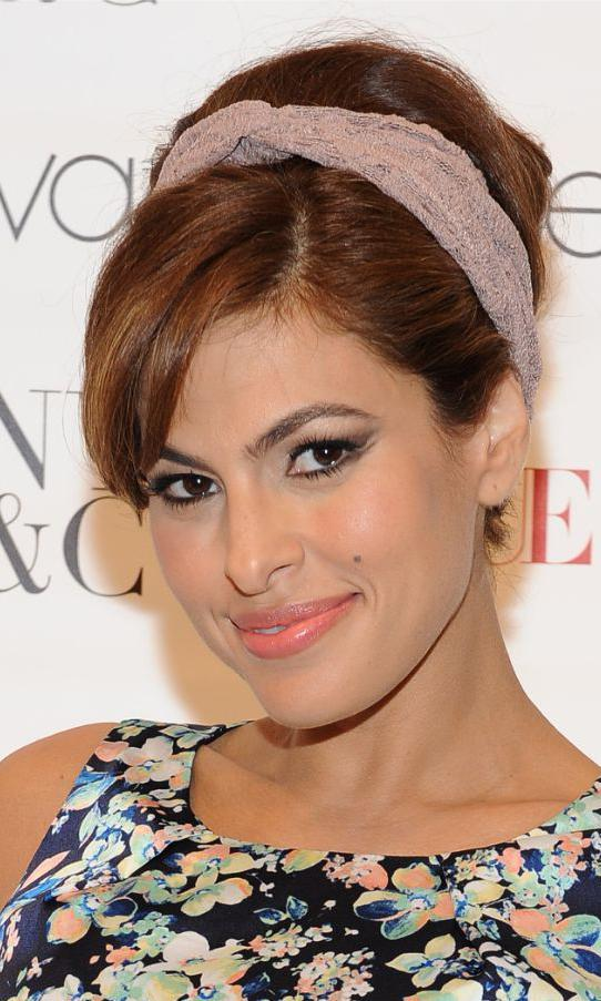 Eva Mendes has perfected the matte glow – here's how to get it