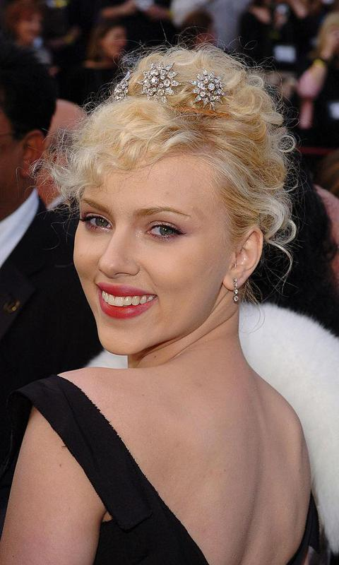 Scarlett Johansson S Best Updos From Casual To Glam Photo 1