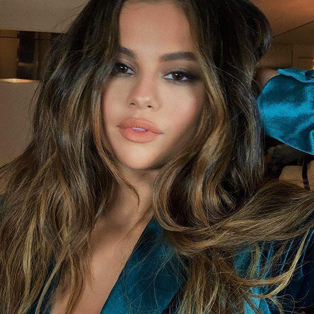 Selena Gomez rocked a 90s-inspired look