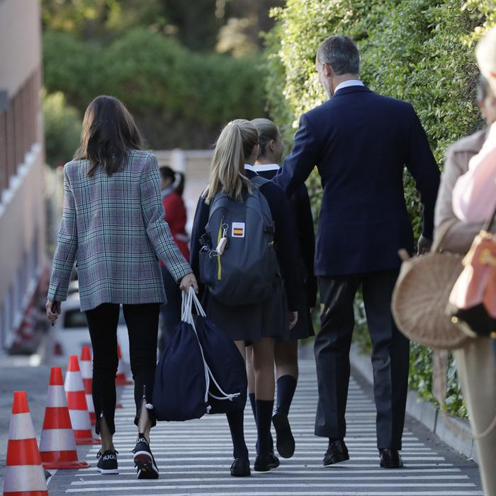 Queen Letizia and King Felipe takes daughters to school