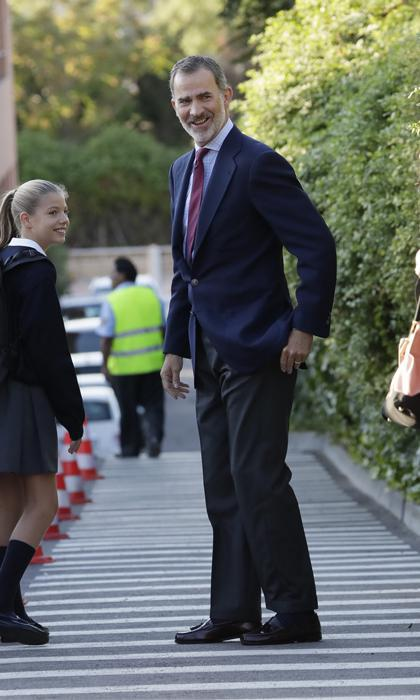 King Felipe takes daughters to school