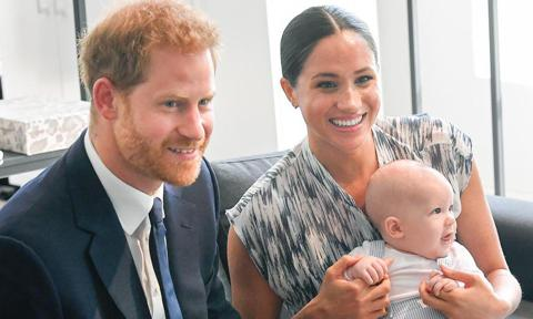 meghan markle s zodiac necklaces are tribute to archie prince harry zodiac necklaces are tribute to archie