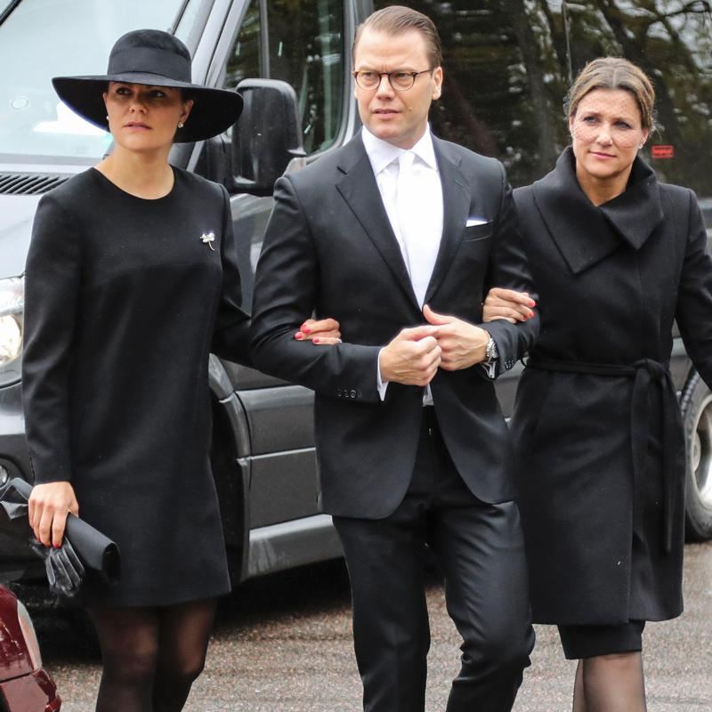 Crown Princess Victoria cancels New Year travel plans to support Princess Märtha Louise