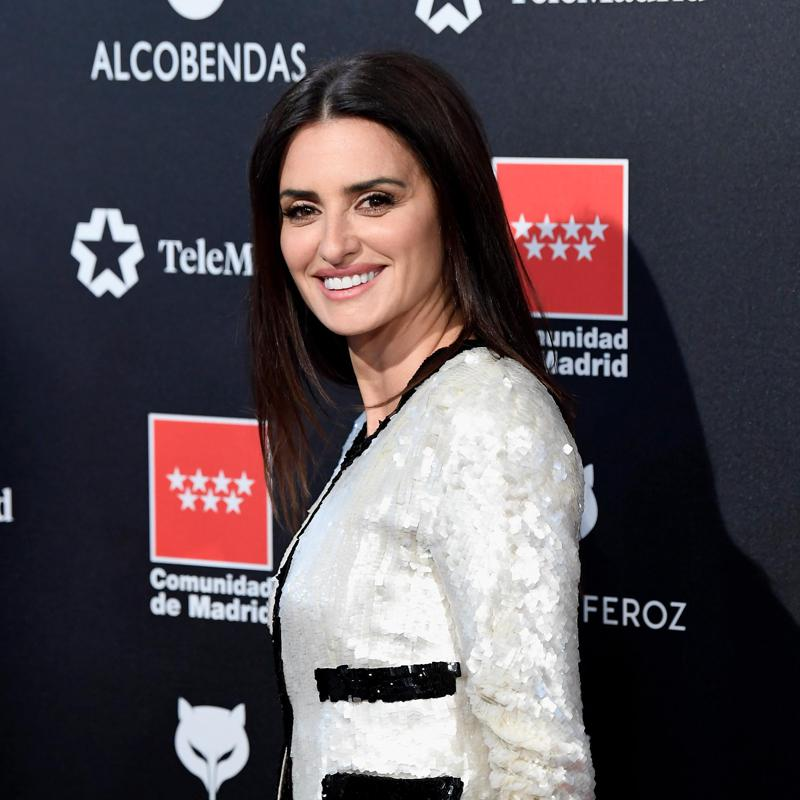 Penelope Cruz dazzles on Premios Feroz' red carpet in Chanel gown