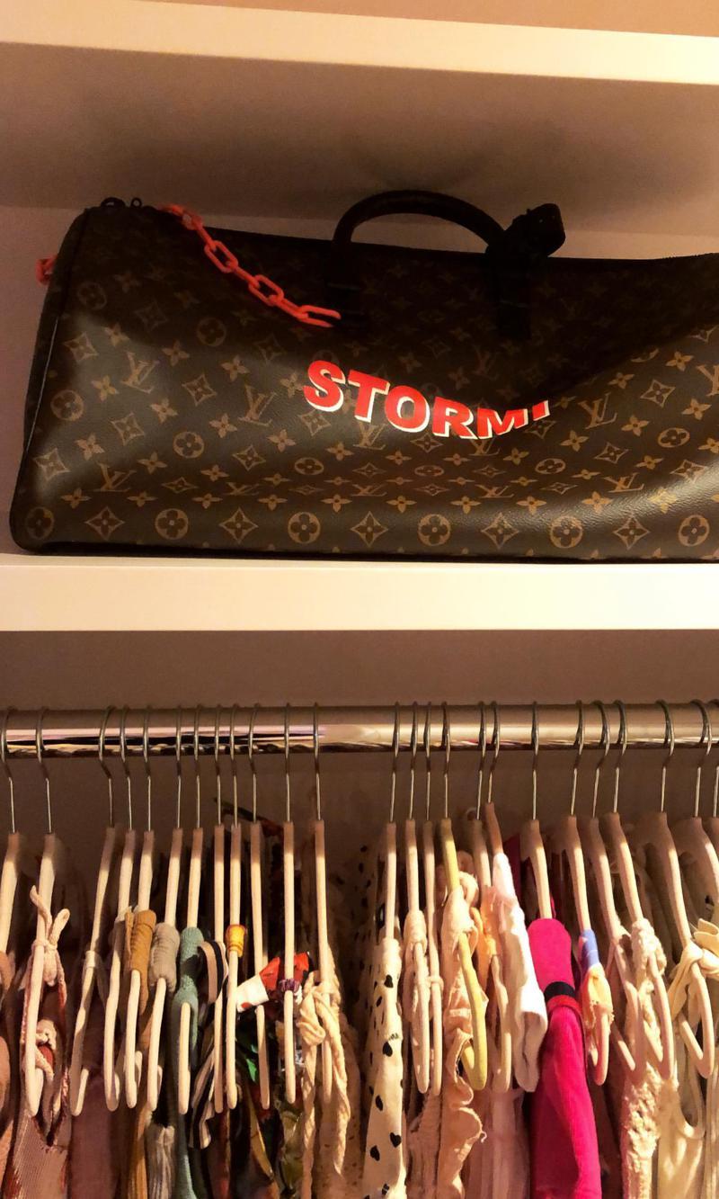stormi-louis-vuitton-bolso-personalizado