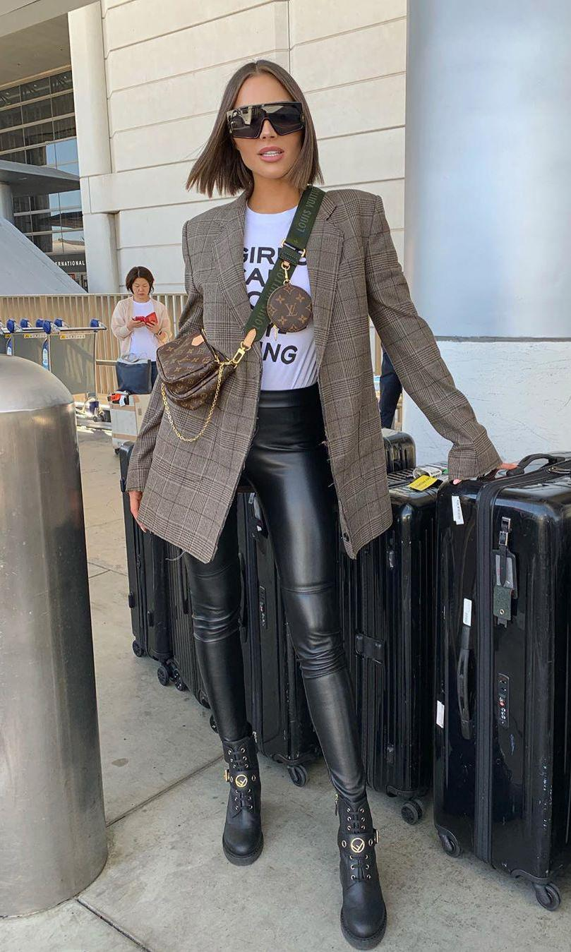 Olivia Culpo con The Multi Pochette Accessoires de Louis Vuitton