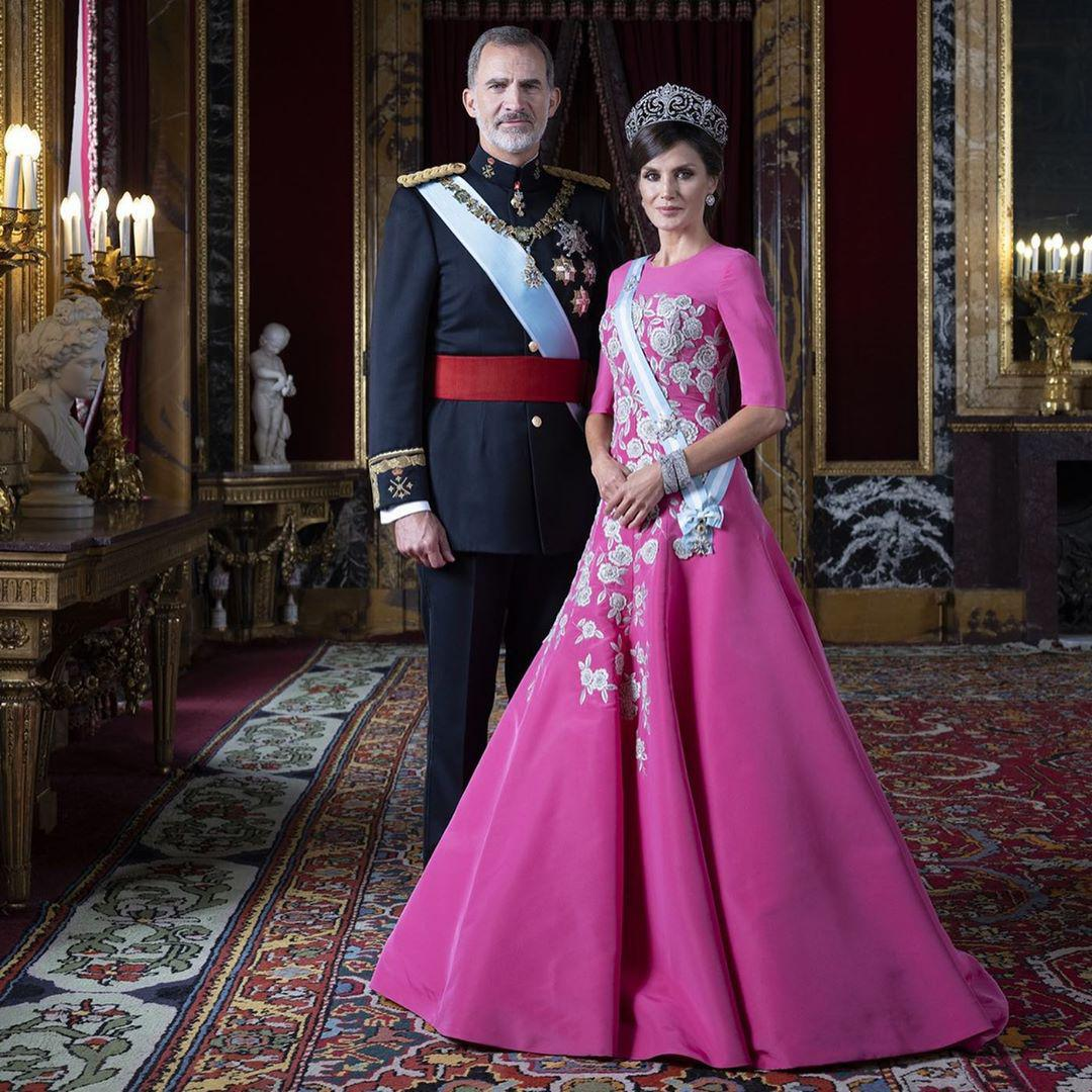 Spanish Royal family new official pictures of Queen Leitzia and King Felipe
