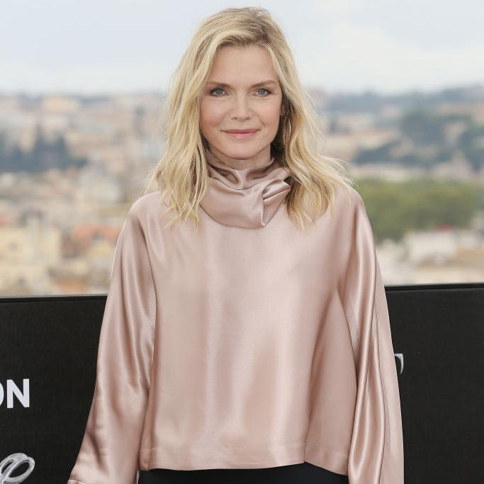 Michelle Pfeiffer posing at the Maleficent premiere