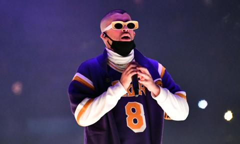 Bad Bunny pays tribute to Kobe Bryant with 6 Rings