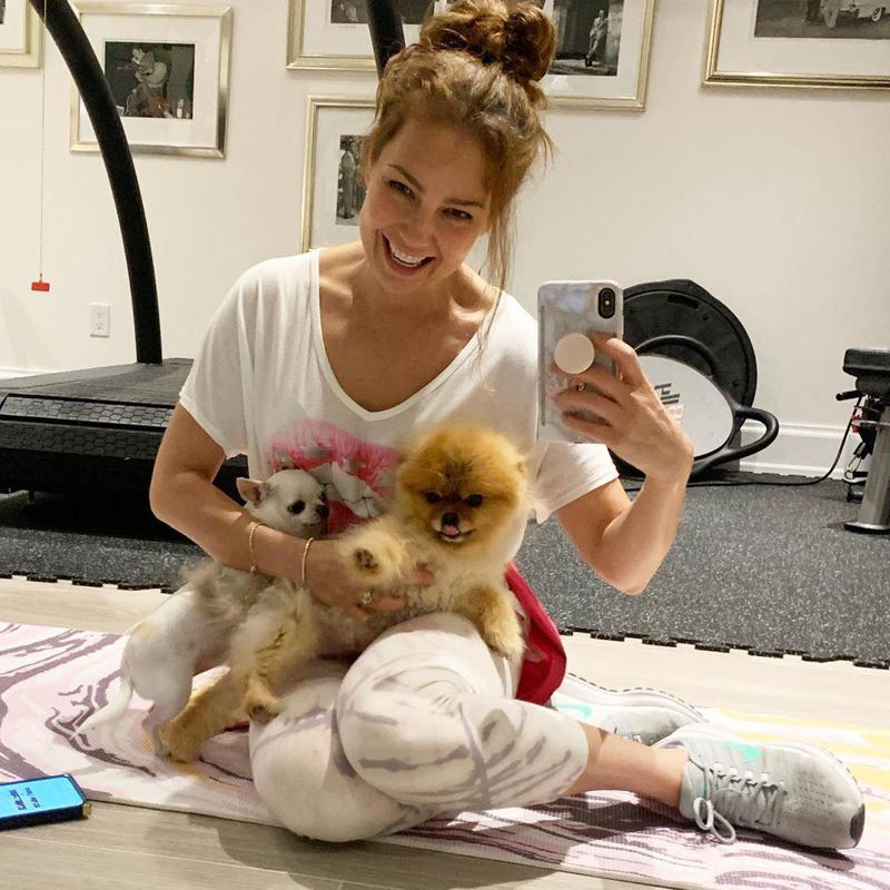 Thalia's little dog is caught on camera