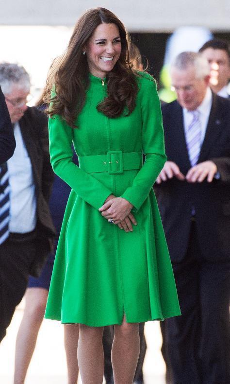 Kate Middleton portant une robe manteau vert