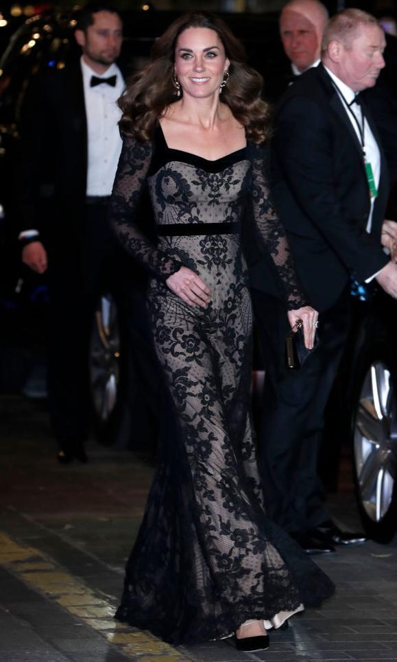 Kate Middleton portant une robe nue en dentelle