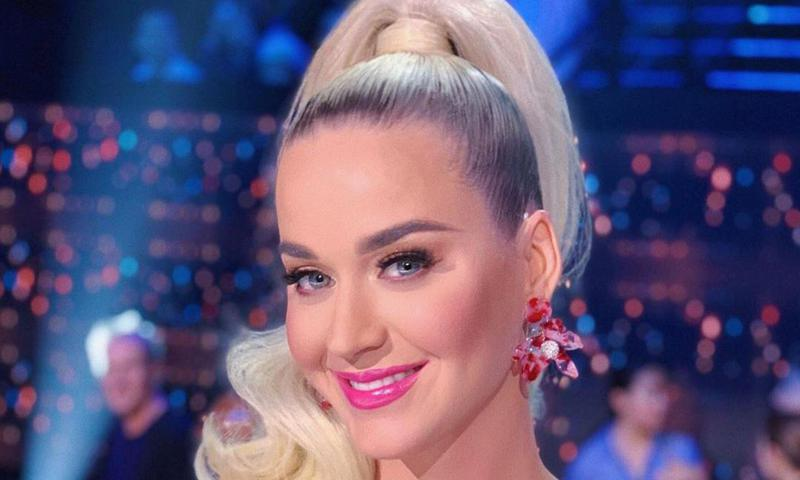Katy Perry reveals extremely rare no-makeup selfie