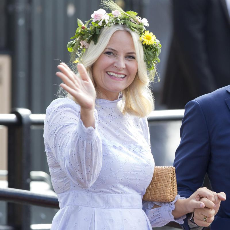 Crown Princess Mette-Marit's improvised workstation will make you smile
