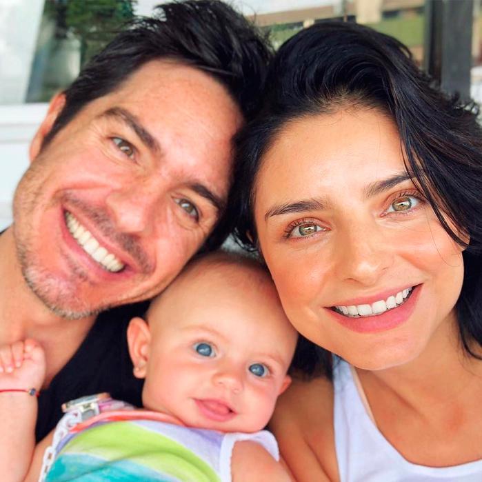 Aislinn Derbez, Mauricio Ochmann and their daughter