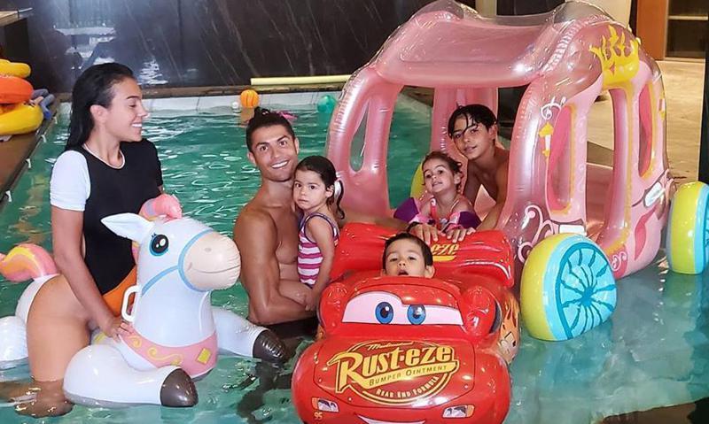 Memorial Day: JLo, Cristiano Ronaldo and more stars celebrate at home