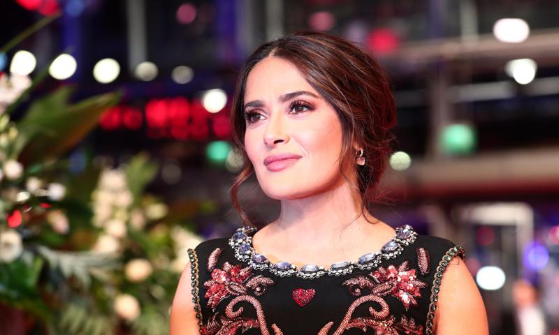 Salma Hayek is cancelling social distance with her lady