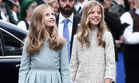 Queen Letizia's daughters share clothes with each other: The sisterhood of the traveling tops!
