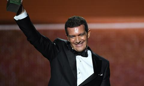 Antonio Banderas reveals he has recovered from COVID-19