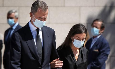Queen Letizia and King Felipe say goodbye to friend at funeral home