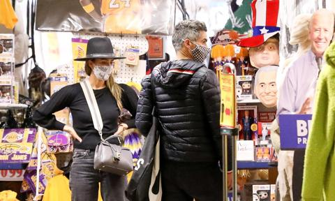 Jessica Alba and Cash Warren shopping for Halloween costumes