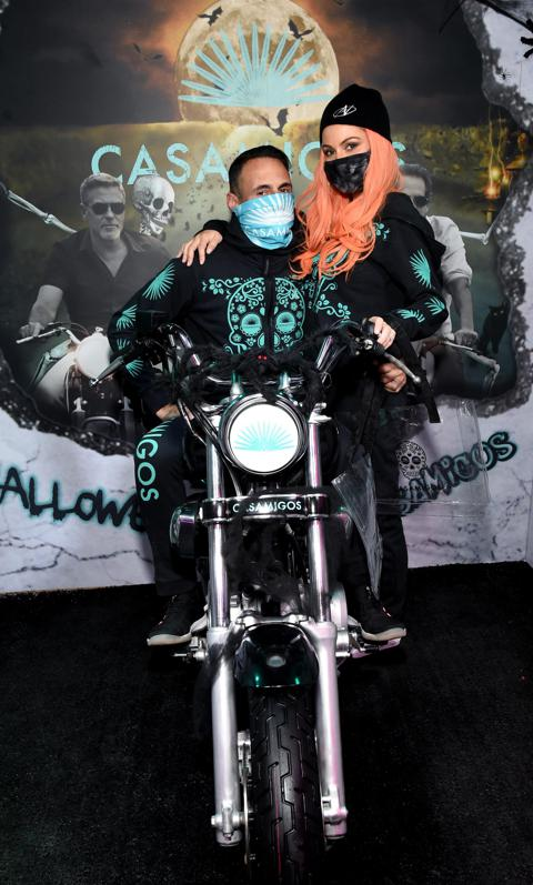 GEORGE CLOONEY, RANDE GERBER WE GOT YOUR HALLOWEEN SPIRITS ... Tequila, Anyone??? Maria-menounos