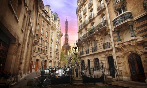 Arte nouveax edificios y de la Torre Eiffel en París