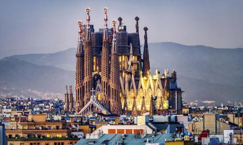La icónica Sagrada familia de Gaudí en Barcelona