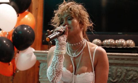 Jennifer Lopez dresses up as Madonna for Halloween