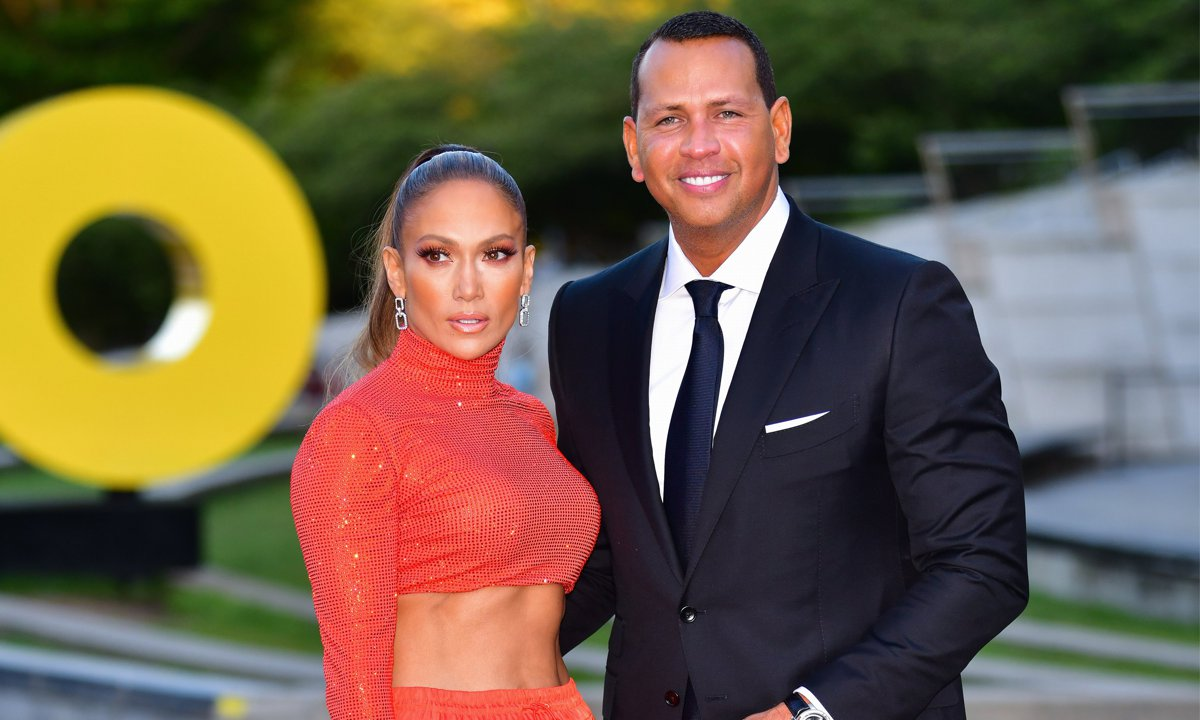 Alex Rodriguez posts throwback selfie to announce how much he misses Jennifer Lopez