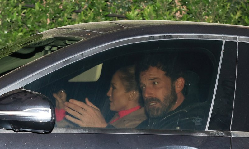 Ben Affleck goes on a romantic night out with Jennifer Lopez